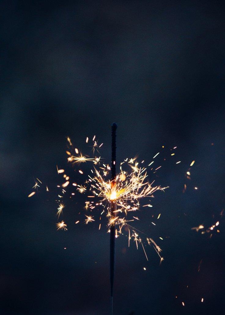 sparkler-4724867_1920